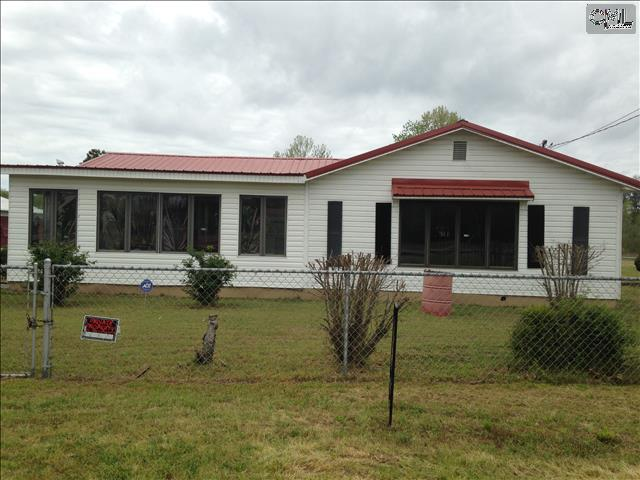 Photo of home for sale at 370 WEST AVE Road, Sumter SC