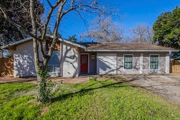 Photo of home for sale at 2201 Smith AVE, Taylor TX