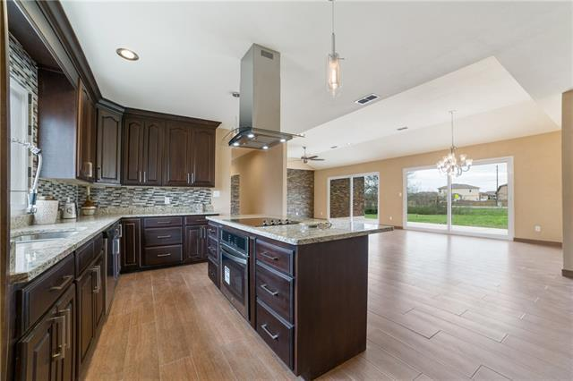 Photo of home for sale at 110 Oak Creek CIR, Luling TX