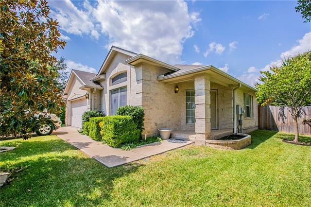 Photo of home for sale at 1108 Connemara LN, Pflugerville TX