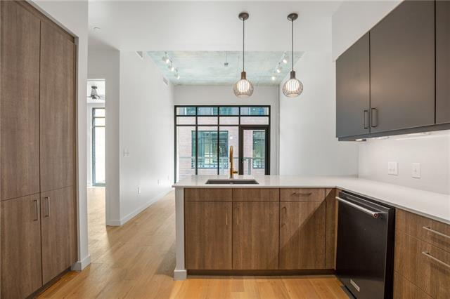 Photo of home for sale at 1501 E 4th ST, Austin TX