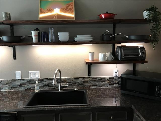 Photo of home for sale at 2414 Longview ST, Austin TX