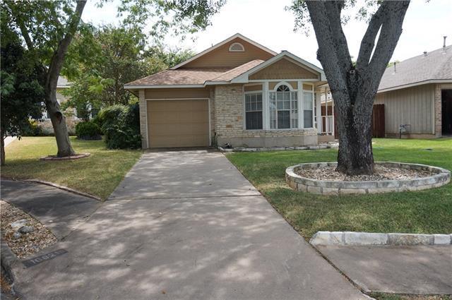 Photo of home for sale at 16821 Village Oak LOOP, Austin TX