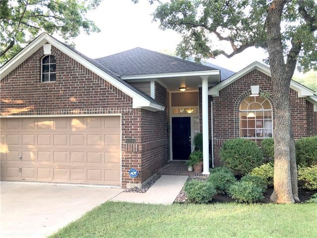Photo of home for sale at 1114 Quail LN, Round Rock TX
