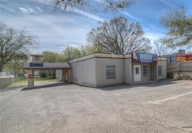 Photo of home for sale at 519 Thompson LN, Austin TX