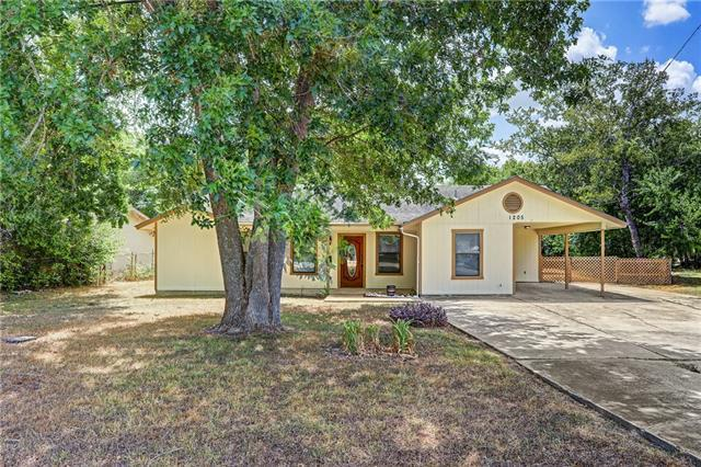 Photo of home for sale at 1205 Aransas ST, Lockhart TX