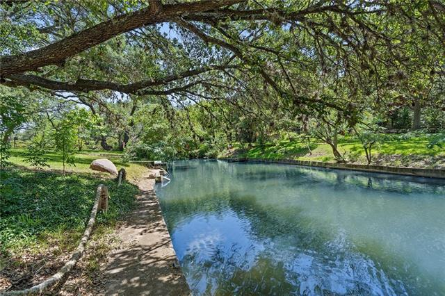 Photo of home for sale at 124 Wren, Kingsland TX