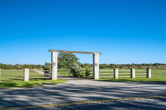 Photo of home for sale at 4499 87 HWY S, Fredericksburg TX