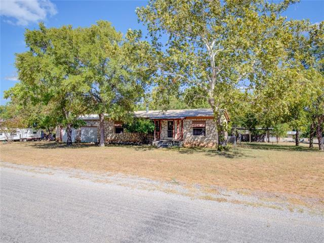 Photo of home for sale at 3720 Coyote TRL, Kingsland TX