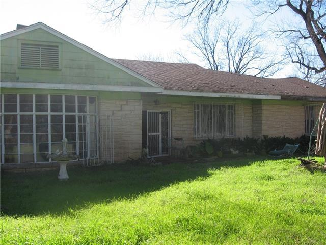 Photo of home for sale at 7503 Delwau LN, Austin TX