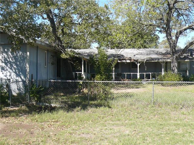 Photo of home for sale at 375 Big Bow, Smithville TX