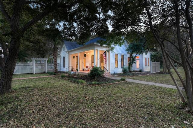 Photo of home for sale at 1301 Lake DR W, Taylor TX