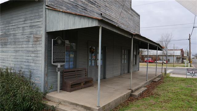 Photo of home for sale at 413 Batte ST W, Cameron TX