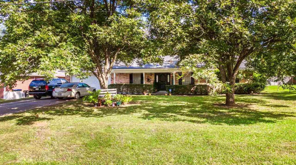 Photo of home for sale at 1514 Auburn Dr, Longview TX