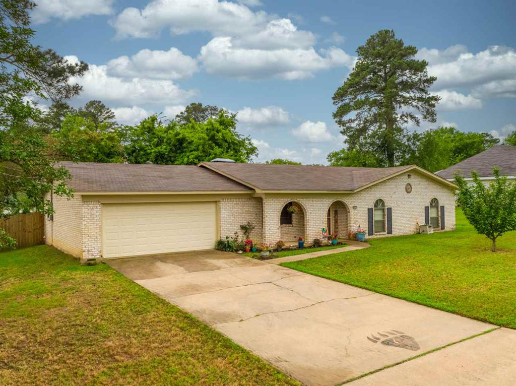 Photo of home for sale at 2207 Pinecrest Dr., Gladewater TX