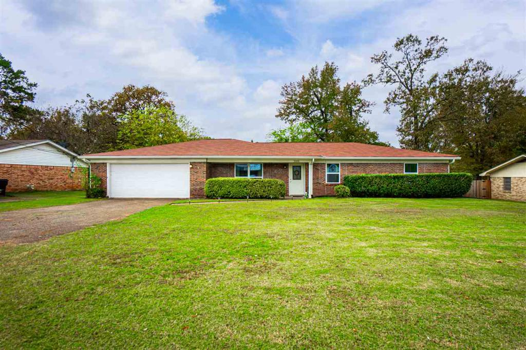 Photo of home for sale at 3105 Gilmer Rd, Longview TX