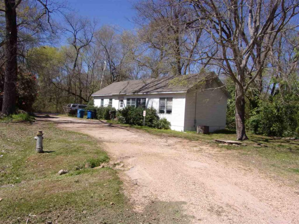 Photo of home for sale at 512 Garrett St, Marshall TX