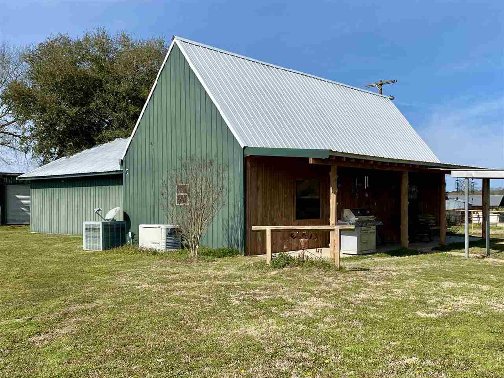 Photo of home for sale at 418 County Road 1151, Carthage TX
