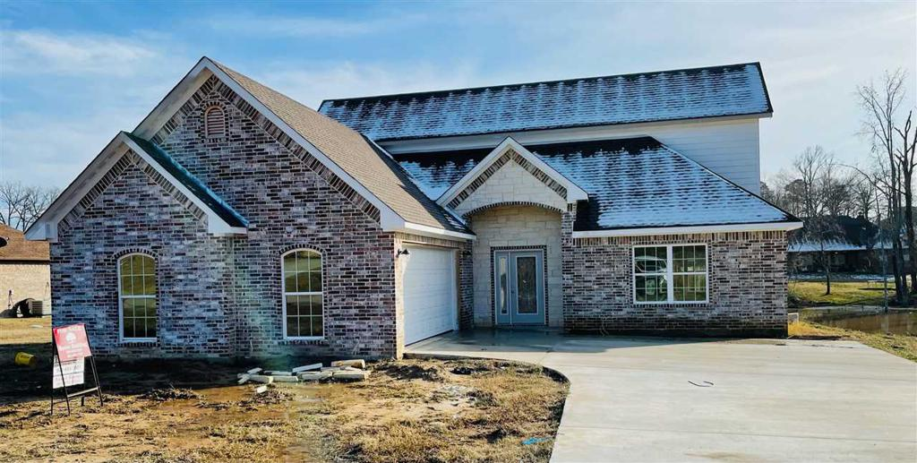 Photo of home for sale at 295 Towering Oaks Haven, Longview TX