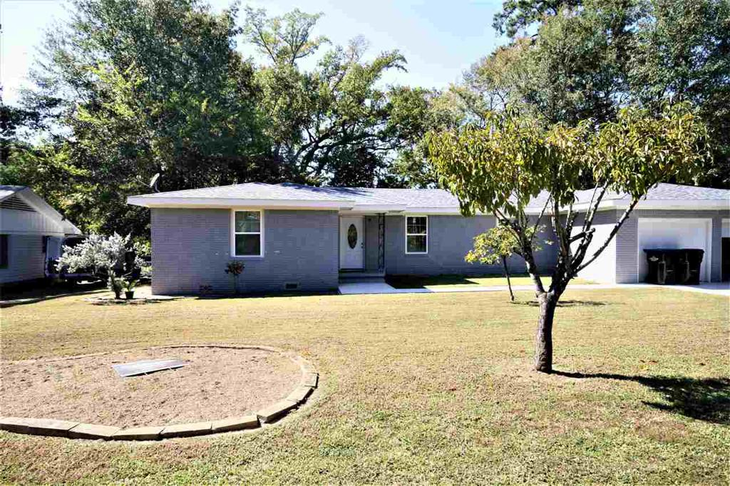 Photo of home for sale at 1703 Hughey Dr, Longview TX