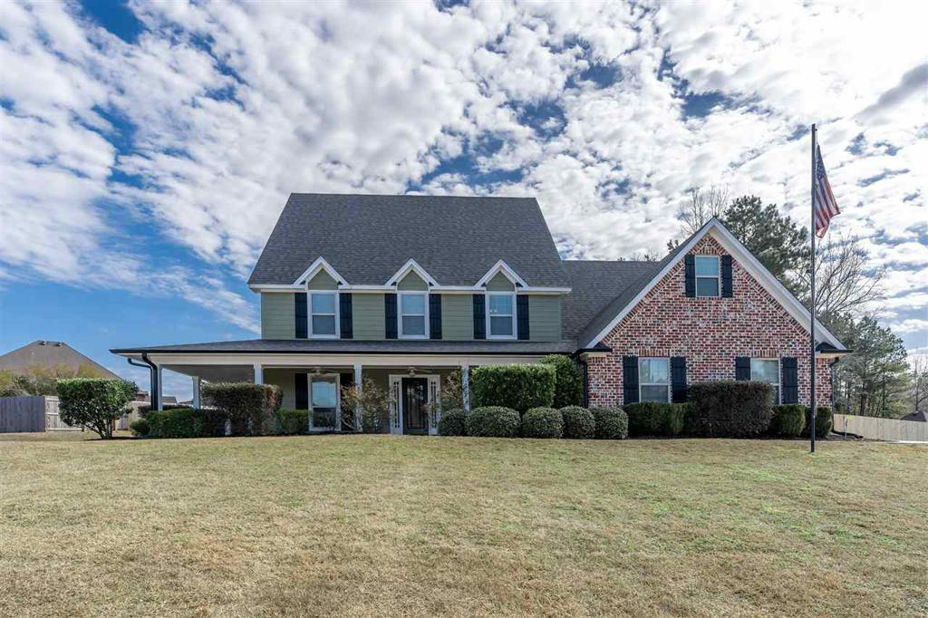 Photo of home for sale at 102 Winifreds Way, Hallsville TX