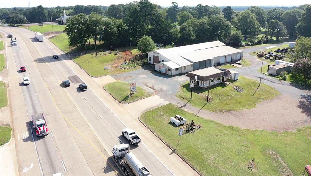 Photo of home for sale at 1006 U.S. Hwy 59, Queen City TX