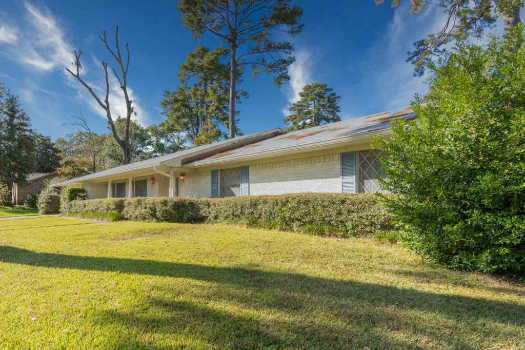 Photo of home for sale at 305 MONTCLAIR, Longview TX