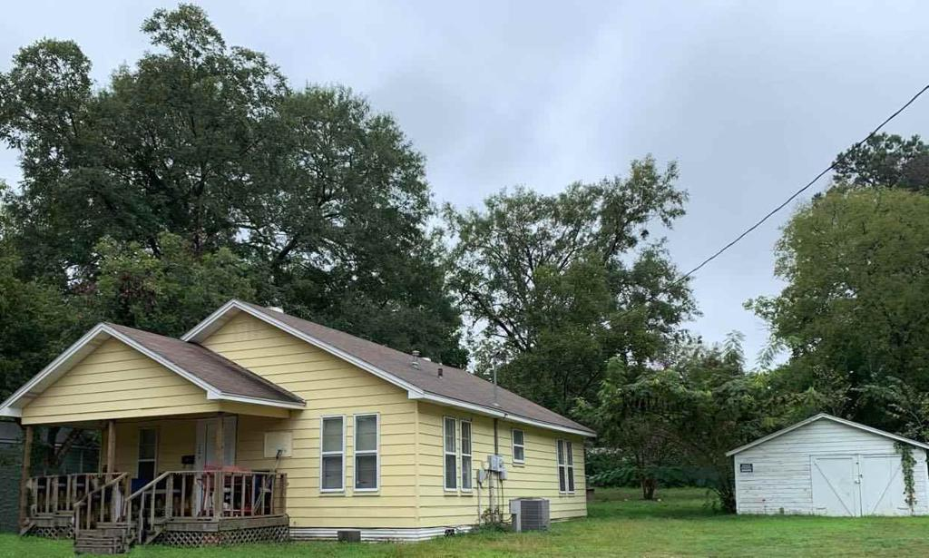 Photo of home for sale at 705 Harrison St., Gilmer TX