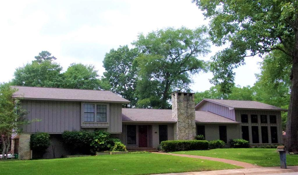 Photo of home for sale at 1700 Slaydon St, Henderson TX