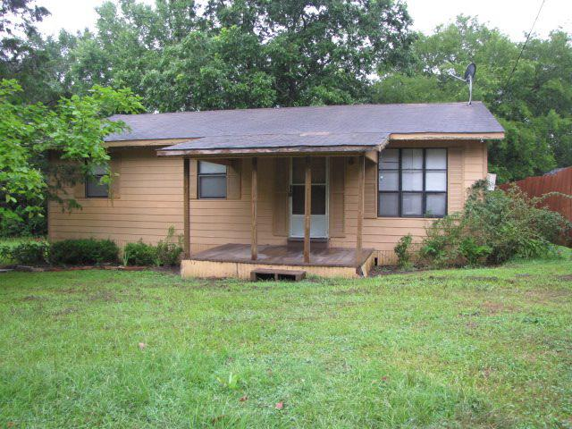 Photo of home for sale at 18402 CR 3233, Cushing TX