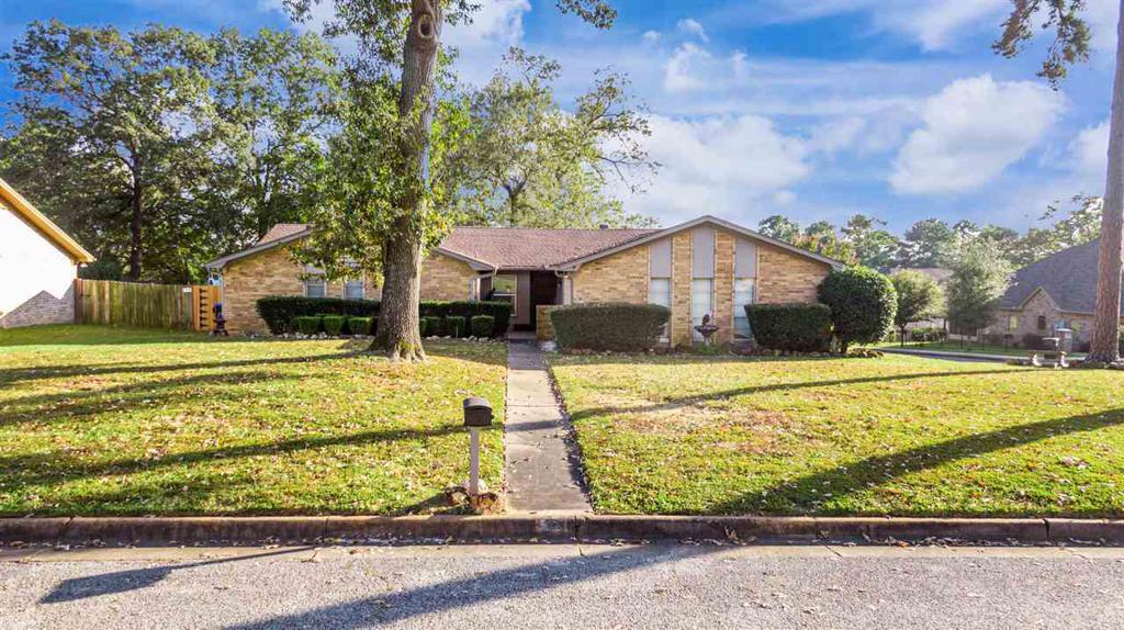 Photo of home for sale at 1102 Regal Oak Dr, Longview TX