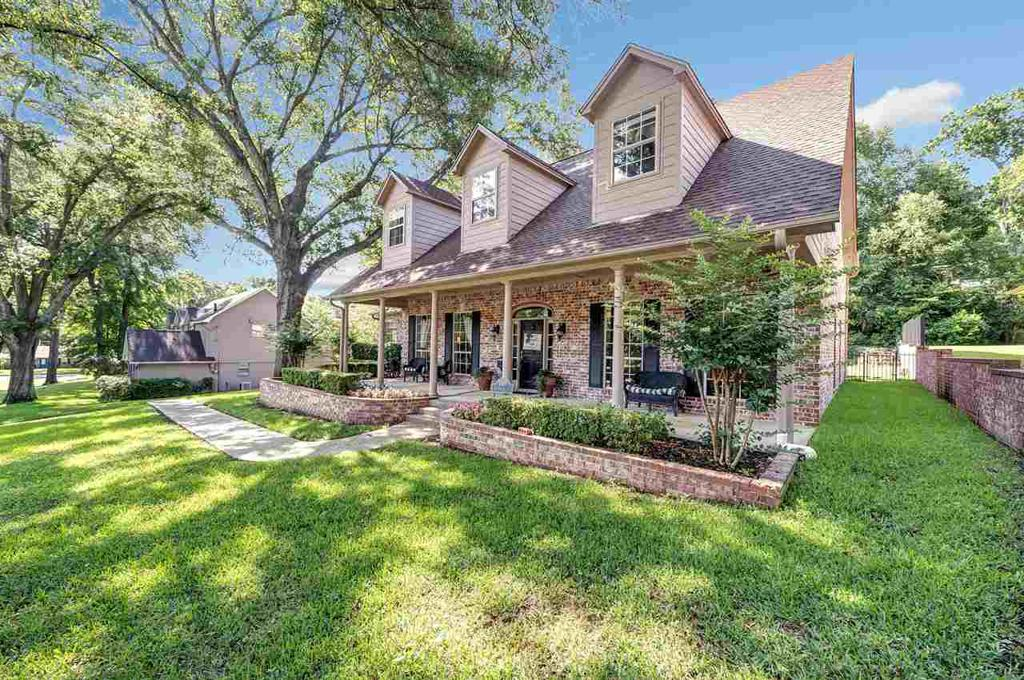 Photo of home for sale at 1101 Wilmington, Tyler TX