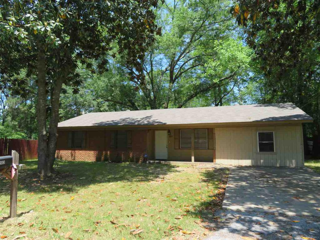 Photo of home for sale at 203 Melton, Longview TX