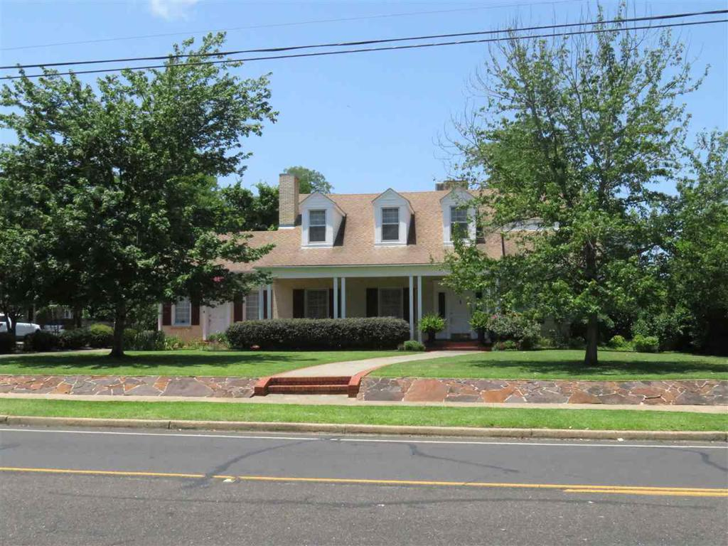 Photo of home for sale at 1000 Main, Henderson TX