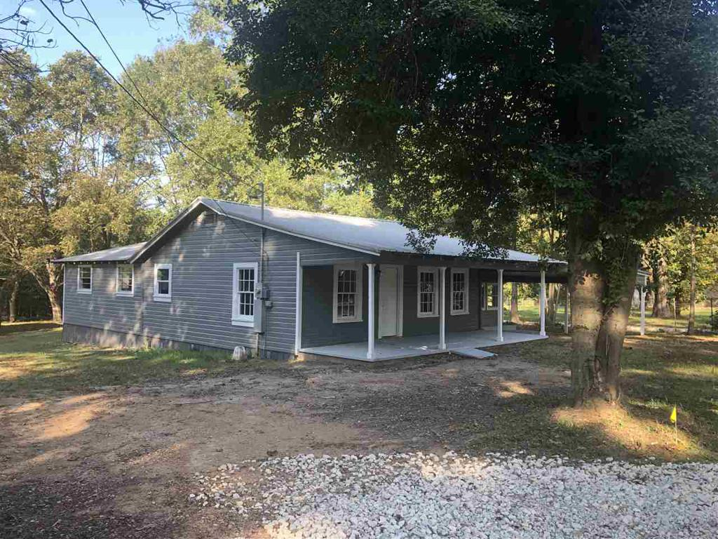 Photo of home for sale at 404 Doris St, Queen City TX