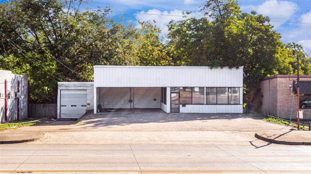 Photo of home for sale at 211 US HWY 271, Gilmer TX