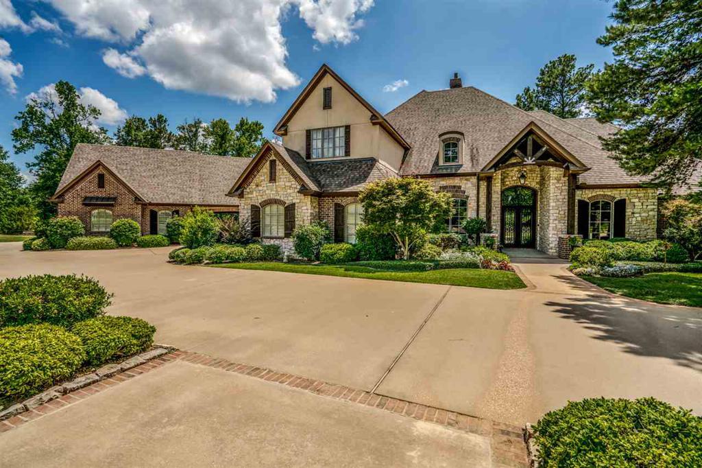 Photo of home for sale at 4061 Castle Ridge Dr, Longview TX