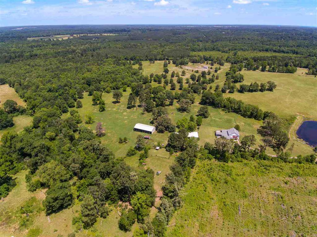 Photo of home for sale at 992 Bill Davis Road, Marshall TX