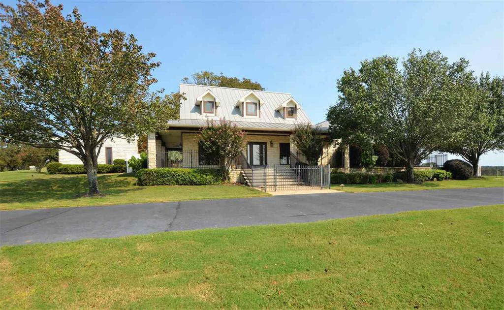 Photo of home for sale at 23120 Interstate 20 W, Lindale TX