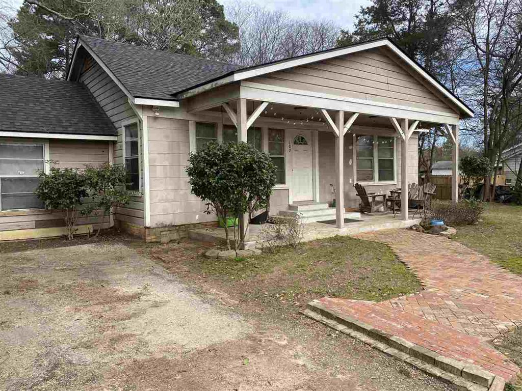 Photo of home for sale at 107 Fairview St, Marshall TX