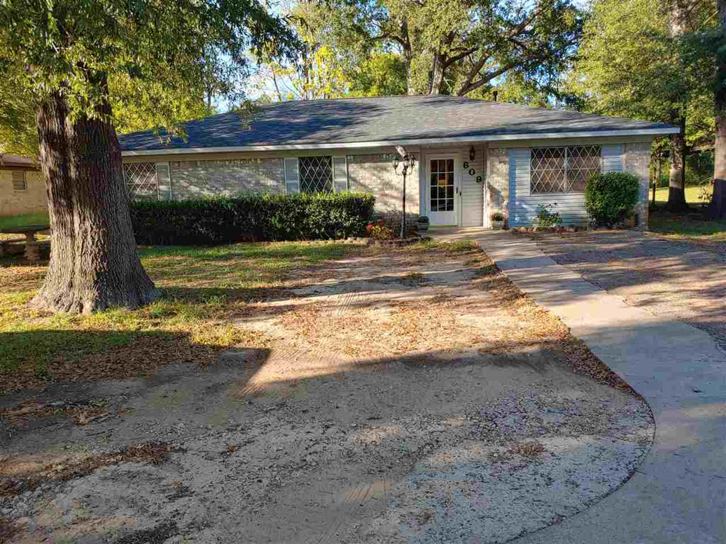 Photo of home for sale at 609 Sycamore Ln., Longview TX