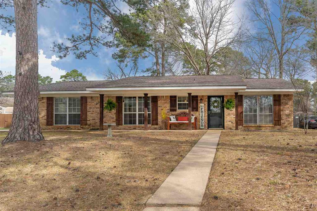 Photo of home for sale at 319 Robinwood, White Oak TX