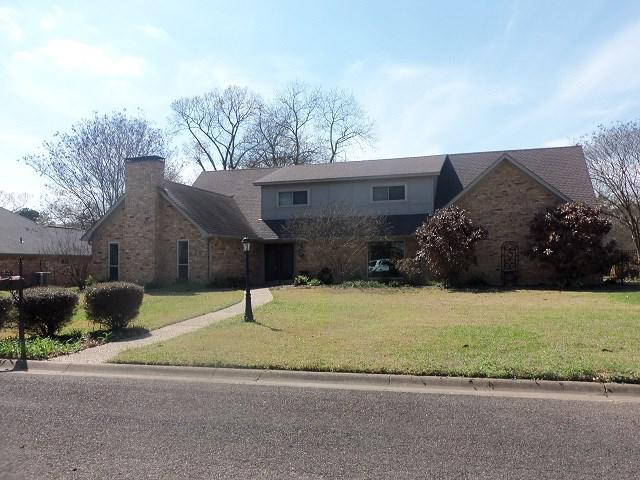 Photo of home for sale at 7 Briar Lane, Kilgore TX