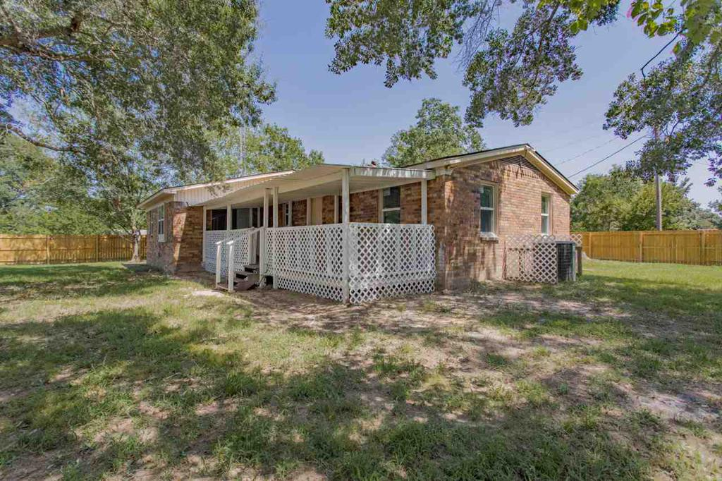 Photo of home for sale at 170 Arizona, Van TX