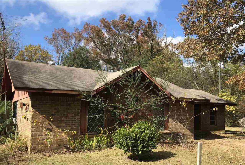 Photo of home for sale at 4565 County Road 4950, Pittsburg TX