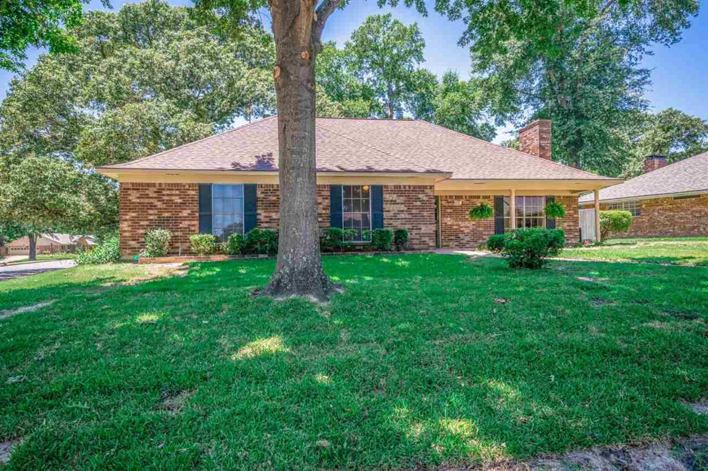 Photo of home for sale at 4711 Dundee Drive, Tyler TX