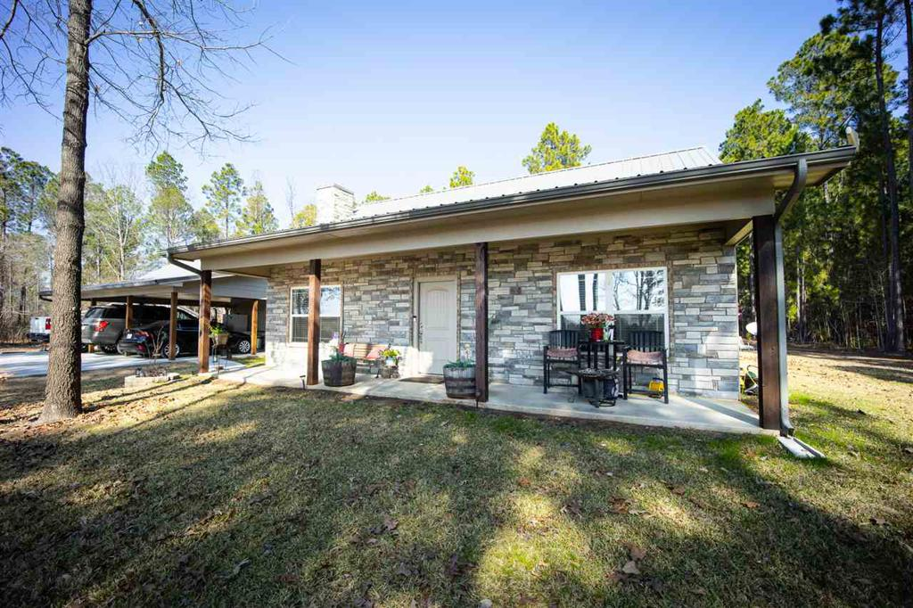 Photo of home for sale at 580 County Road 2270, Mineola TX