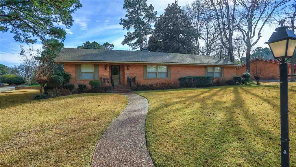 Photo of home for sale at 706 Bergstrom Pl, Marshall TX
