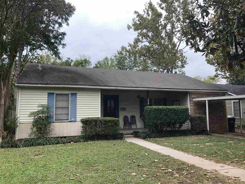 Photo of home for sale at 1001 Cole Dr., Longview TX