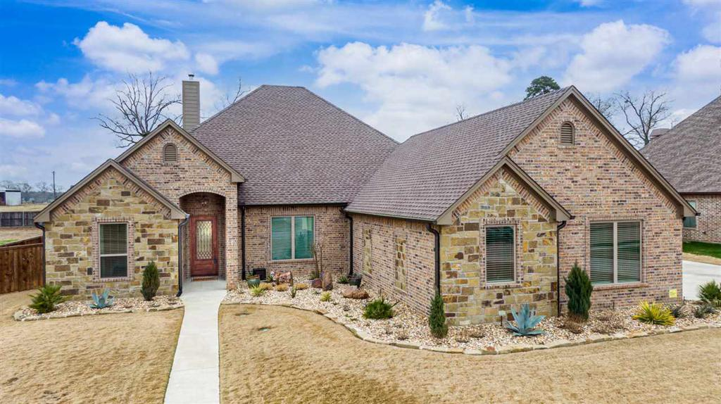 Photo of home for sale at 220 Circle Club, Longview TX